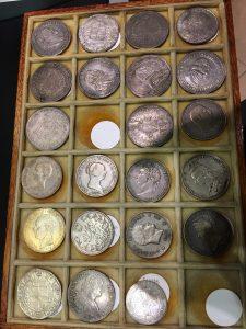 コインならんでる銀貨